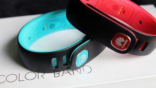 Браслет Huawei Color Band на фото - распаковка
