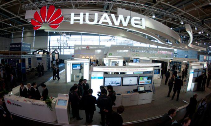 в 2014 хуавей продала на треть больше смартфонов